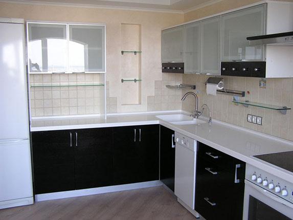 Кухонный гарнитур 4,6 м.п. с пластиковыми фасадами Melaton (черный глянец)