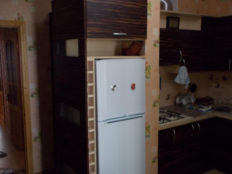 Встраиваем холодильник в кухню