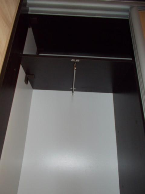 трамбон в шкафу купе